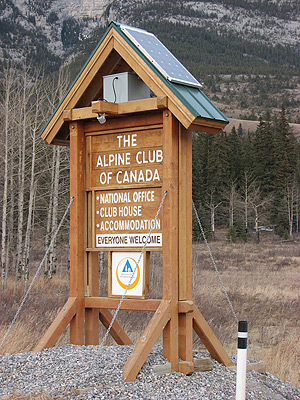 Alpine-Club-sign-daylight1